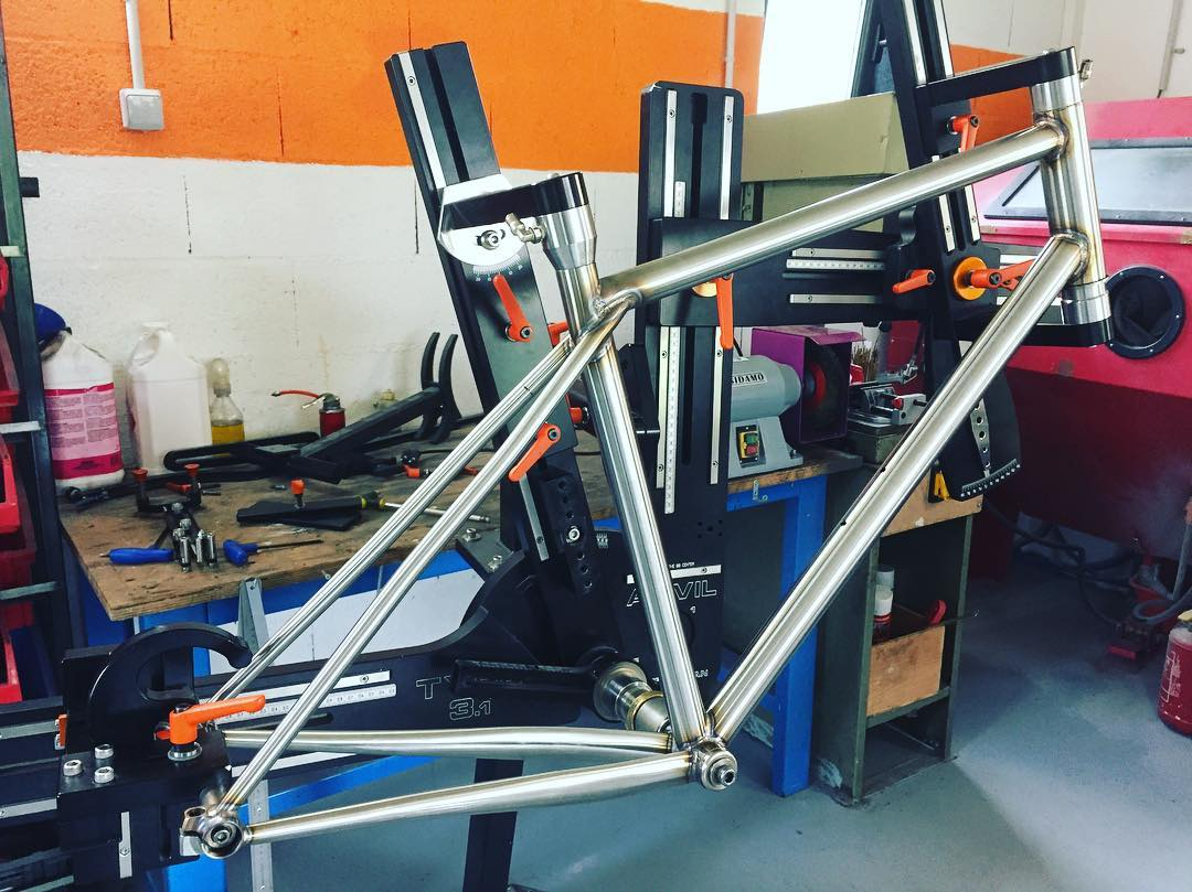 Brève #handmade #xcr #allroad #gravelbike #stainless #columbus #madeinfrance #caminadebikes #steelframe #bespokeframe