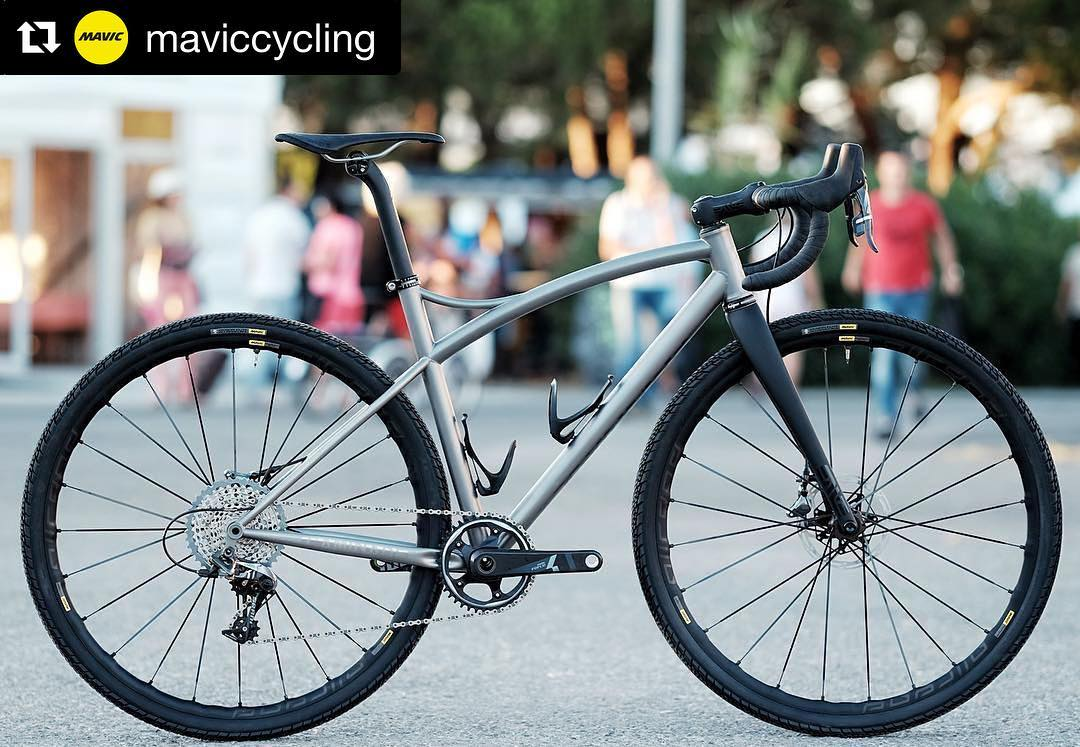 Titanium gravel bike frame with @maviccycling and @envecomposites gear kits. Because titanium deserves theses!
