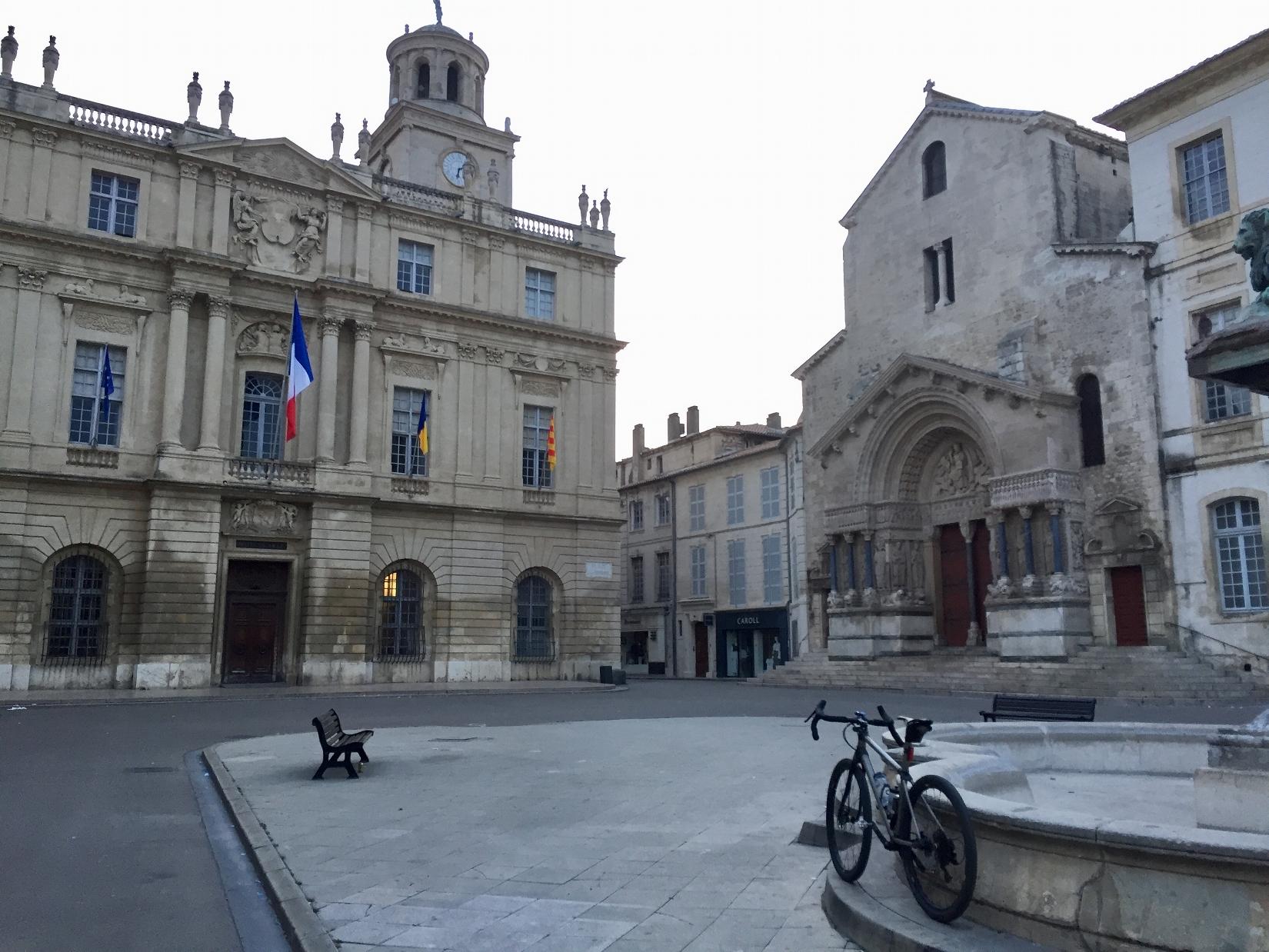 Départ d'Arles au petit matin